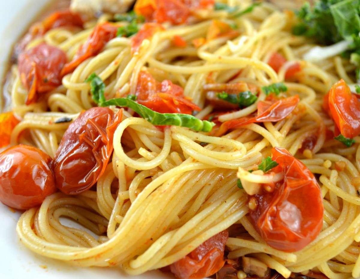 Cherry tomato and honey spaghetti